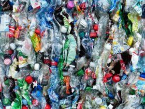 Besser Edelstahl Trinkflasche statt solch einen Abfall
